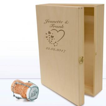Holzbox mit Herzen für Geschenke graviert Liebe & Freundschaft