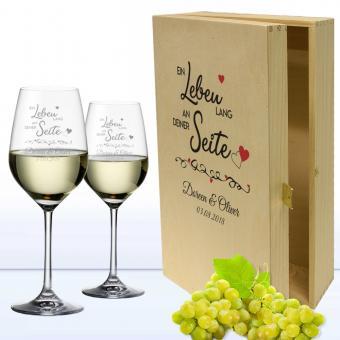 Edle gravierte Weißweingläser in bedruckter Holzkiste