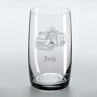 Trinkglas mit Feuerwehrauto als Motiv und mit Namen