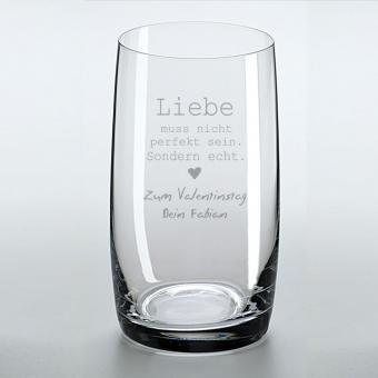Trinkglas Liebe muss nicht... und Ihrem Wunschtext graviert