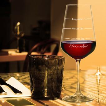 Weinglas Harter Tag Lockerer Tag mit Gravur eines Namens