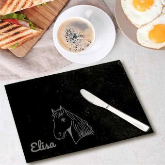 Frühstücksbrett aus Schiefer mit Pferd und Namensgravur