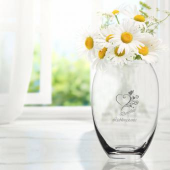 Vase mit Herz und Namen graviert