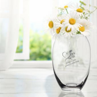 Vase mit Herz-und Namensgravur