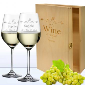 2 Weißweingläser in 3er Holzkiste WINE O CLOCK mit Namen Graviert