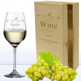 graviertes Weißweinglas in 2er Holzkiste WINE O CLOCK mit Namen