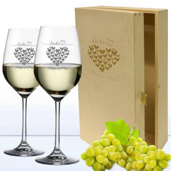 Edle Weißweingläser in 2er Holzkiste mit Namen und Herzen graviert