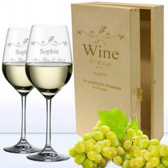 2 Weißweingläser in 2er Holzkiste WINE O CLOCK als individuelles Geschenk